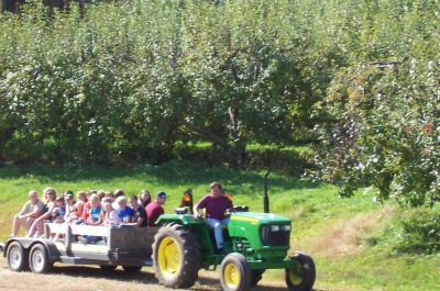 cains-orchard-tractor-rides